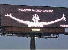LaMelo Ball Obtiene LeBron Tratamiento con Billboard, & # 39; Welcome to Ohio !! & # 39;