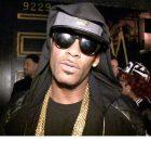 R. Kelly acusado, 10 acusaciones de abuso sexual agravado, cantante planea rendirse