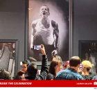 Exposición de fotos de Chester Bennington atrae a multitudes en su cumpleaños