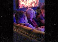 París Jackson canta en el L.A. Club con novio